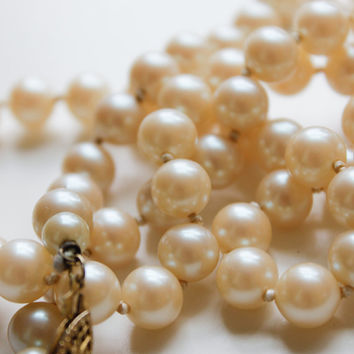 Faux Pearl Necklace - 50s Heavy Glass Beaded Jewelry, Creamy White, Vintage Costume Jewelry