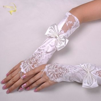 New Arrival White And Ivory Lace Wedding Bridal Gloves 2018 Beaded Sequined Fingerless High Quality Gloves Bride With Bow G028