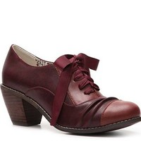 Restricted Whisper Oxford Pump