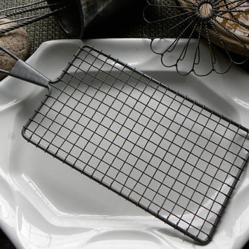Antique PRISTINE French Bakery Long Rectangle Wire Ware Trivet Cooling Rack Tray with Wire Metal Serving Handle