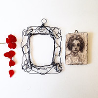 Wall art  - original drawing of a girl - Ceramic - Wire wall frame - hand made in Italy