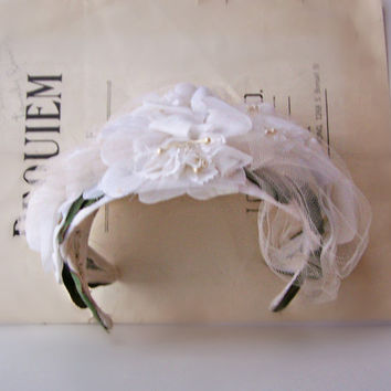 Vintage White Wedding Fascinator Hat by AloofNewfMillinery on Etsy