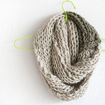 Knit scarf infinity in oatmeal, Chunky knit scarf infinity, Hand knit scarf, Cowl scarf knit infinity, Scarf knit infinity, scarf infinity