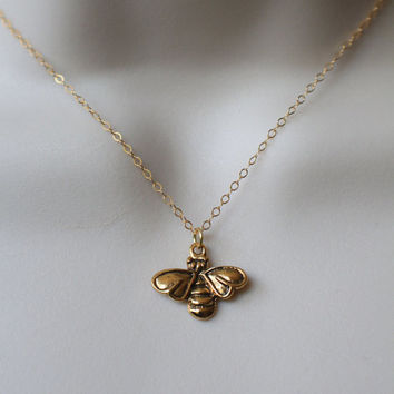 Little Gold Bee Necklace, Bumble bee Necklace, Bee Jewelry, Gold Jewelry, Honey Bee, Dainty Jewelry, Gifts for Her