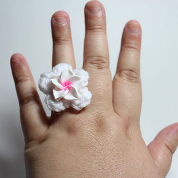 White plumeria ring. White flower crochet ring.