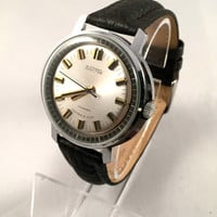 "Chunky Vintage Soviet Russian men's watch ""East"" ( ""VOSTOK"") ,17jewels movement, great Vintage watch, new leather band."