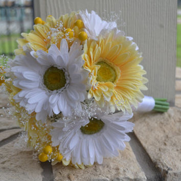 Gerbera Daisy Bridesmaid Bouquet, Silk Wedding Flowers, Rustic Wedding, Vintage Wedding, Garden Wedding, Bridal Bouquet, Shabby Chic Wedding