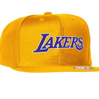 Los Angeles Lakers Mitchell & Ness NBA Current Wool Solid 2 Snapback Cap (Gold)