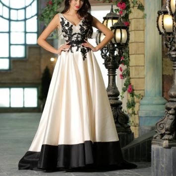 Contrast Color Appliques Simple Prom Dresses for Women V-neck Backless Elegant Party Gowns Black&White