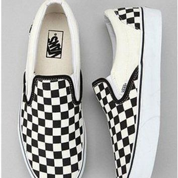 ONETOW Vans Checkerboard Slip-On Sneaker