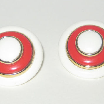 Red and White Earrings, Vintage Earrings, Clip Earrings, Big Round Earrings, Lucite Button Earrings, 60s Mod Jewelry, Vintage Accessories