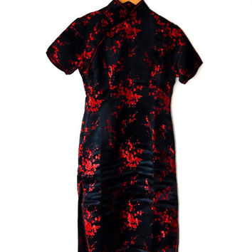 Black and red blossom dress / glossy satin / embroidered / oriental / floral / vintage / 90s / xs / short sleeve / high collar / maxi dress