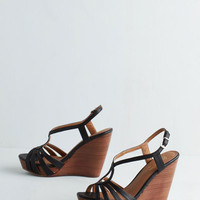 Seychelles Brunette Wedge in Black