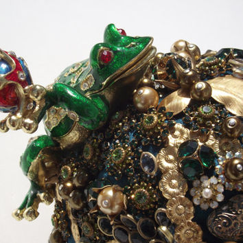 "Dazzling Vintage Wedding Bouquet ""My Prince"" with crystals, pearls, acrylic and bronze elements. Kiss the Frog"