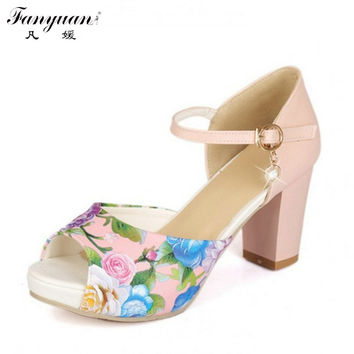 2017 New Ankle Strap Mary JaneThick Heels Sandals Vintage Flower Print Color Matching Peep Wedding Sandals Platform Sandals