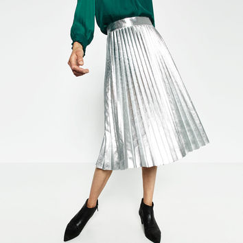 METALLIC ACCORDION PLEAT SKIRT DETAILS