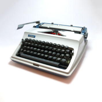 1970 Light Geyser Working Typewriter- Erika Model 43. Includes Manual, Brushes and Case with Working Key. Made in Germany.