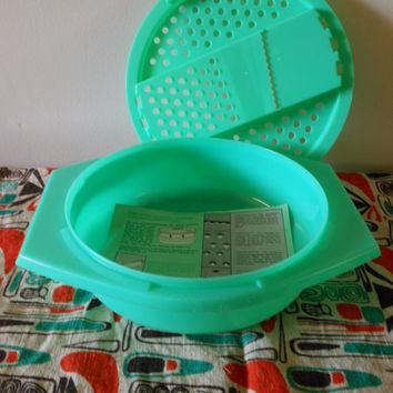 Tupperware Grater Bowl, Vintage Tupperware Grater, Green Plastic Grater, Tupperware Cheese Shredder, Tupperware Cheese Slicer