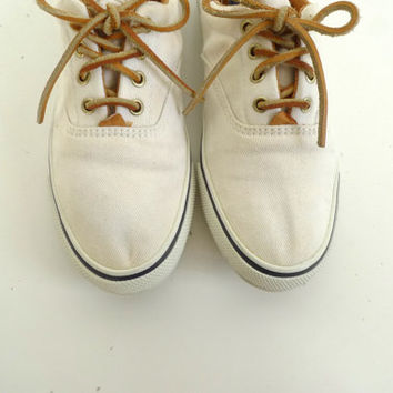 size 9 women's 80s 90s KEDS style shoes lace up flats