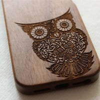 iphone 5s case , Wood iphone 5 case , Engraved owl wood iphone 5s case , Walnut wood iphone case , wooden iphone 5 case