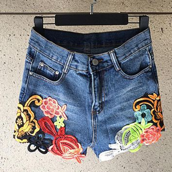 DCCK6HW Fashion Ethnic Flower Embroidery Stitching High Waist Short Jeans Shorts Hot Pants