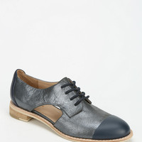 ALL BLACK Cutout Oxford - Urban Outfitters