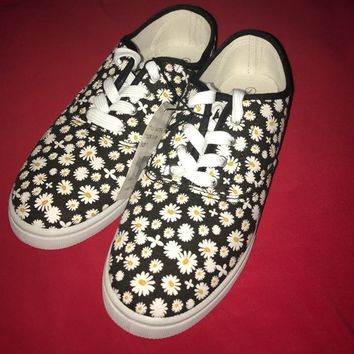 Beautiful daisies all over shoes