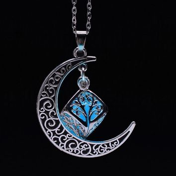 Moon Necklaces Qilmily Glowing Luminous Stone Pendant Necklace for Women