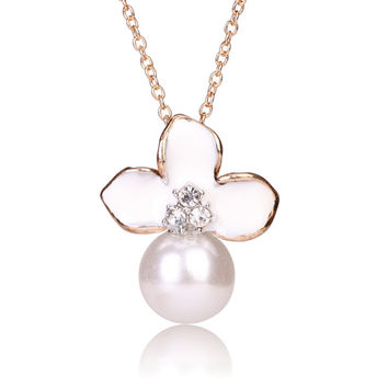 Tribal Collection Pearl White and White Flower Gold Necklace