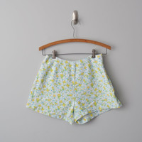Vintage high waisted high rise shorts size 4 by AlicjaVintage