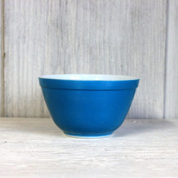 pyrex blue turquoise mixing bowl // 401 primary small pyrex mixing
