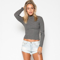 Black and White Pinstripe Narrow Collar Long-Sleeved Knit Shirt