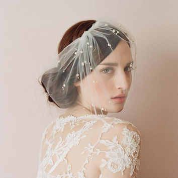 Hazy Sheer Tulle Bride Covered Face See Though Veil With Charming Pearls Bridal Accessory