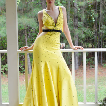 JOHNATHAN KAYNE 6052 IN STOCK SIZE 2 YELLOW Beaded Zipper V-Neck Sheer Sides Prom Evening Dress