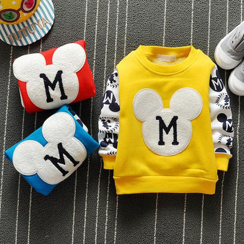The new cartoon pattern fashion 0-2 year-old male and female baby long-sleeved clothes + free gifts