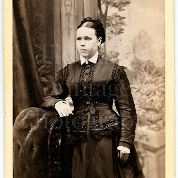 CDV Photo Carte de Visite Victorian Young Pretty Woman, Dark Silk Dress Standing Portrait - J H Bunting of Glossop Derbyshire - Antique