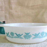 Vintage Pyrex Blue Bird casserole dish // Blue and white Pyrex casserole