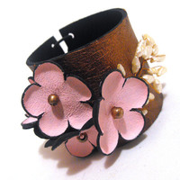 Flowers leather bracelet with pearls by julishland on Etsy