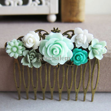 Mint Green Wedding Hair Comb Bridesmaid Gift Bridal Head Piece Pastel Green Sea Foam Pale Green Shabby Chic Vintage Inspired