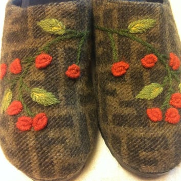 Vintage FENDI iconic FF wool jacquard covering wooden clogs with orange and green embroidered flower motifs.