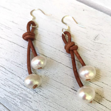 Leather freshwater pearl earrings - pearl earrings - leather and pearls - pearls - pearls on leather