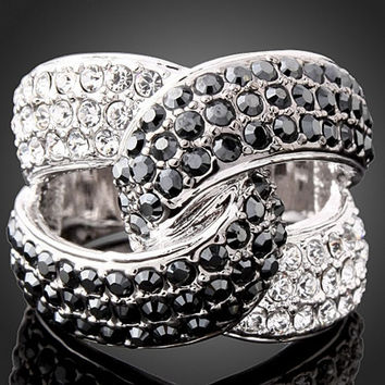 Size 5.5 R02- Queen Van Fashion Luxury Originality Studded Rhinestone  and  Wedding Rings For Women