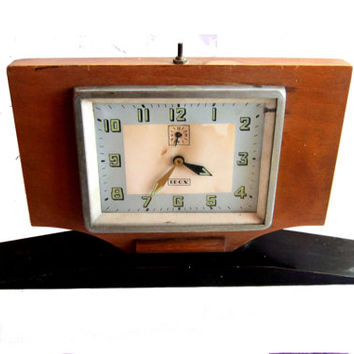 Antique clock. VIntage clock.Alarm clock. Wood clock. Vintage alarm clock. Mechanical clock. Wooden clock. Mid century clock. Working.