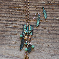 Ornate Fringed Horseshoe Necklace Set