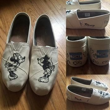 MINNIE & MICKEY Sketch Disney Shoes. Mickey Toms. Mickey and Minnie Kissing Shoes. Min