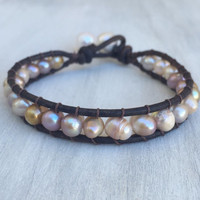 Leather freshwater pearl bracelet, pearls on leather,freshwater pearls, freshwater pearl bracelet, leather bracelet, leather and pearls