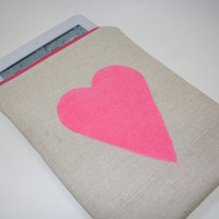 iPad Zipper Case / Sleeve Linen with Hot Pink Heart by AlmquistDesignStudio