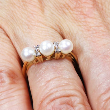 Vintage Pearl Ring 14k Gold Pearl Diamond Ring Pearl Band Ring Stackable Pearl Ring Pearl Wedding Ring Cultured Pearl Wedding Band Size 6
