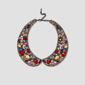 COLLAR-STYLE NECKLACE DETAILS