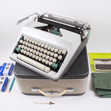 OLYMPIA SM9 - 2  free ribbons - vintage working typewriter - mint condition - portable typewriter - vintage typewriter